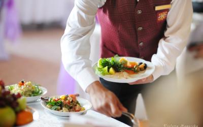7 najgorszych typów kelnerów – jak sobie z nimi radzić?